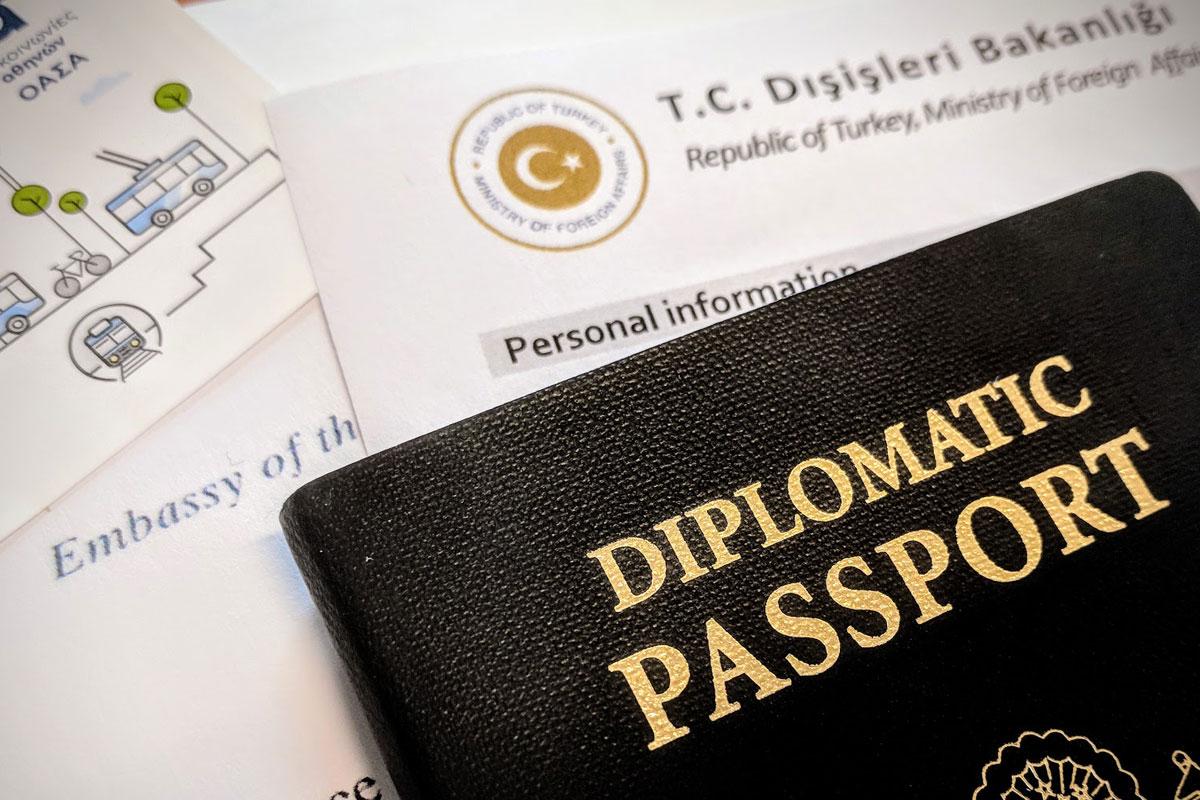 Diplomatik Pasaport (Kaynak: gezginyazar.com)